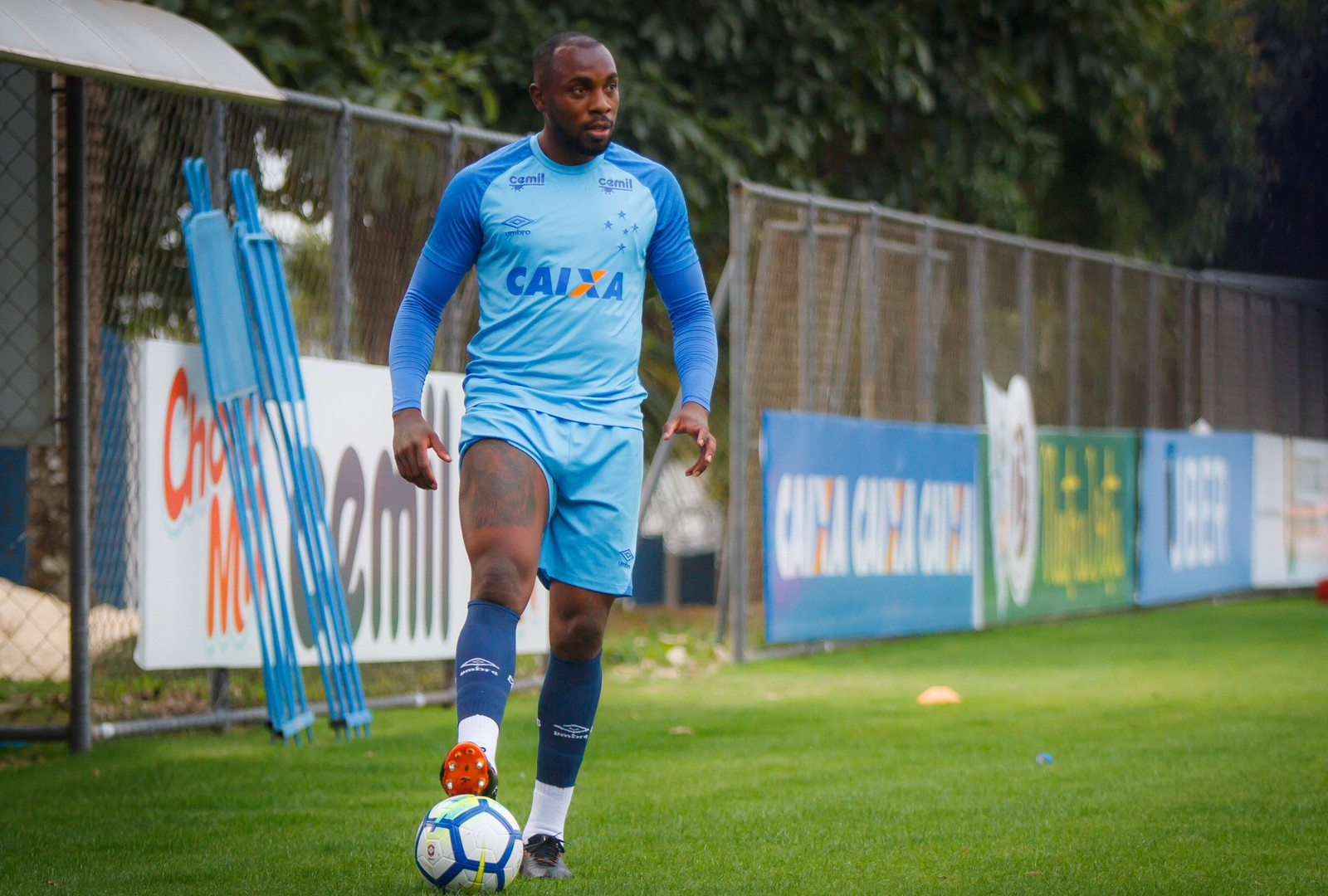 Após lesão em 2017 e poucas chances em 2018, Manoel tem futuro incerto no Cruzeiro