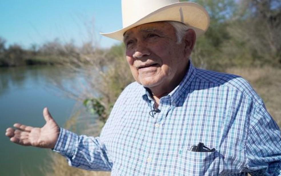 Localização da fazenda de Ruperto Escobar permite testemunhar clima tenso na fronteira entre EUA e México — Foto: BBC