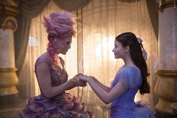 Keira Knightley e Mackenzie Foy em O Quebra-Nozes e os Quatro Reinos (Foto: Divulgação/Disney)