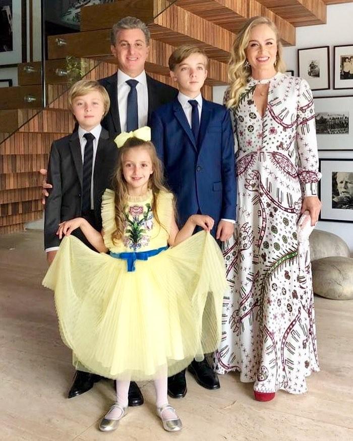 Angélica com Luciano Huck e os filhos Joaquim, Benício e Eva (Foto: Reprodução/Instagram)