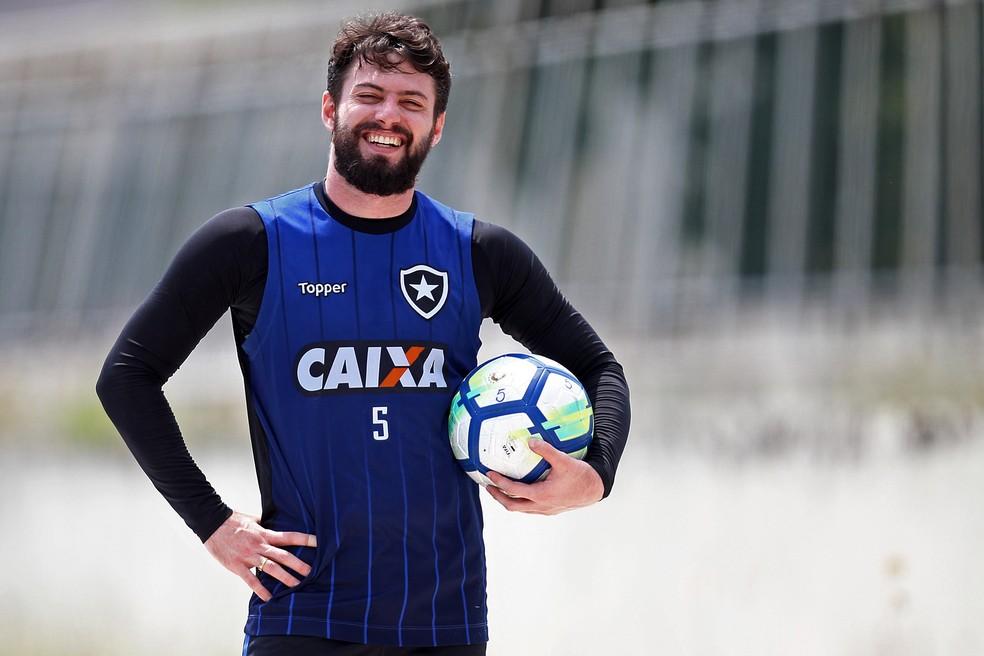 9d4bc2d5f3e64 ... João Paulo em um treino do Botafogo — Foto  Vitor Silva SSPress Botafogo