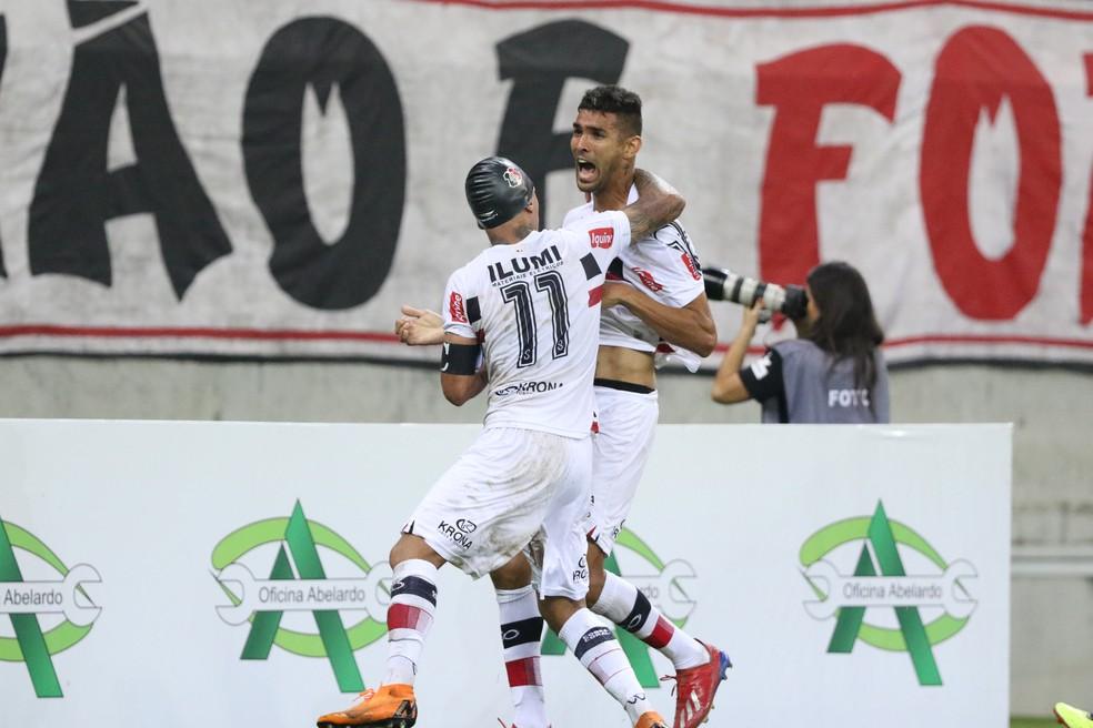 Santa Cruz precisa vencer seus jogos e secar os rivais — Foto: Marlon Costa / Pernambuco Press