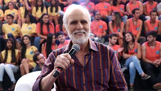 Francisco Cuoco comenta carinho que recebe dos fãs nas ruas: 'É um amor incondicional'