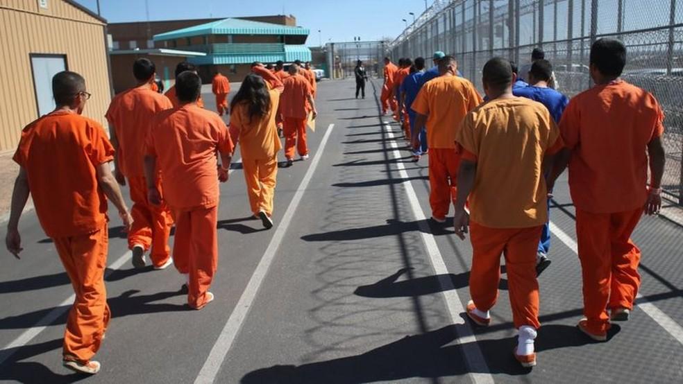 Os Estados Unidos têm o maior número de prisioneiros do mundo, mas o número não aumentou nas últimas décadas — Foto: Getty Images/BBC