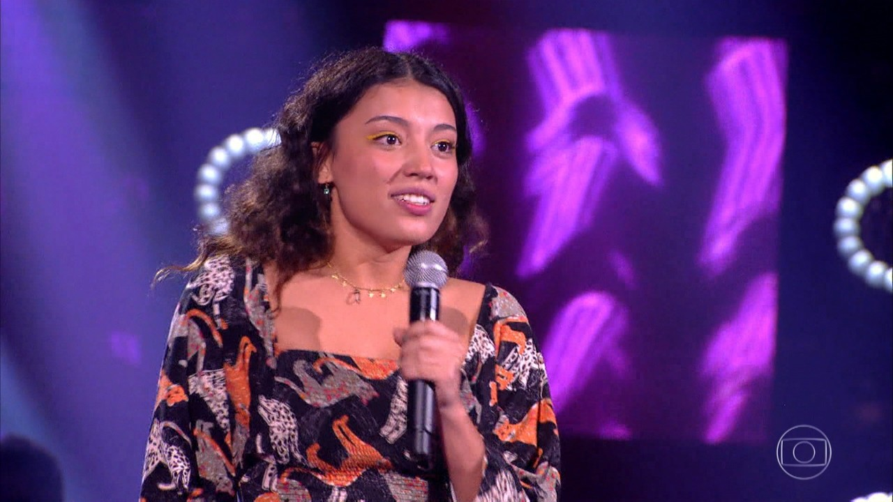 Ana Carvalho canta 'Onde Anda Você'