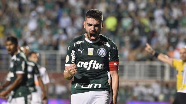 Bruno Henrique festeja o empate no Dérbi