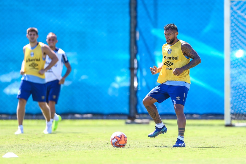 Montoya em treino do Grêmio — Foto: Lucas Uebel/Divulgação