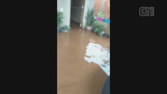 Forte chuva deixa casas alagadas e moradores com prejuízos em Oiapoque, no AP