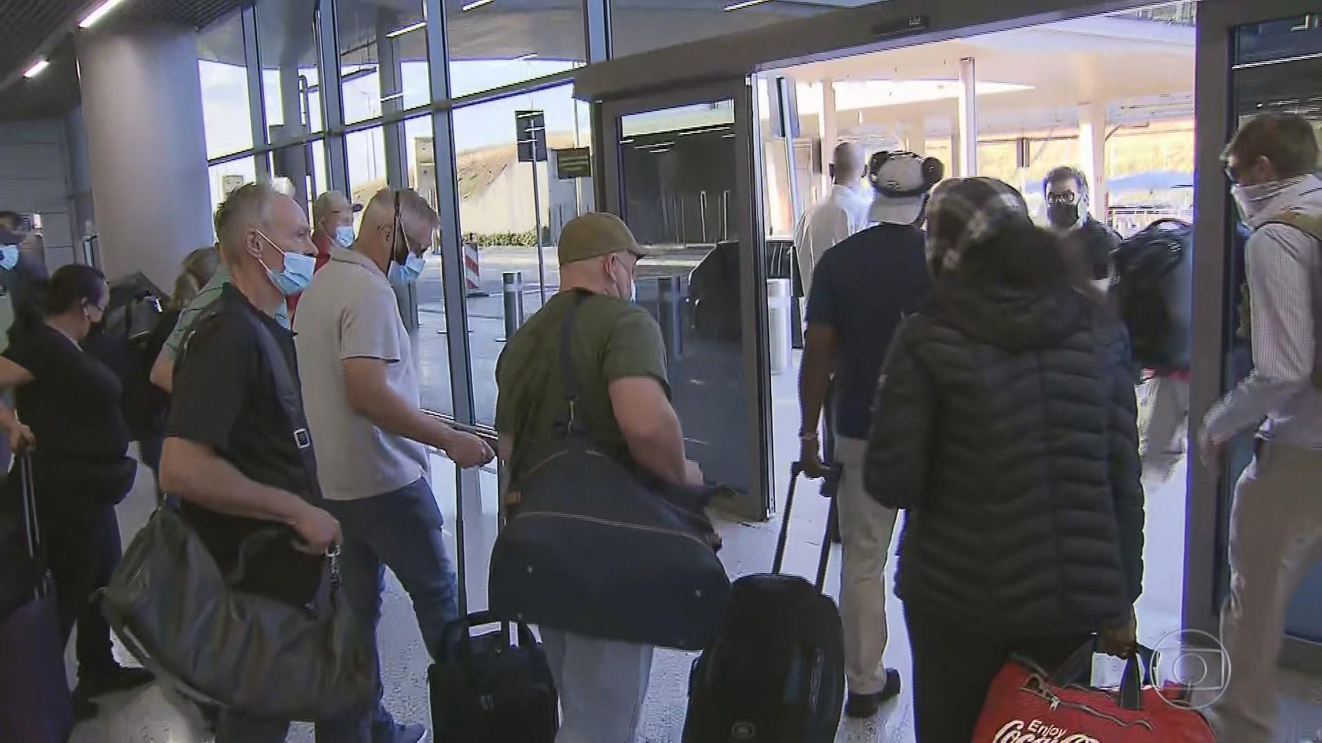 Voo com quase 100 deportados dos EUA chega a Minas Gerais