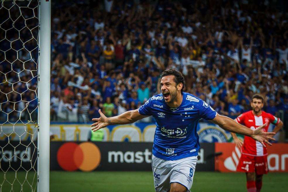 Fred comemora um dos três gols que marcou na goleada de 4 a 0 sobre o Huracán — Foto: Vinnicius Silva/Cruzeiro