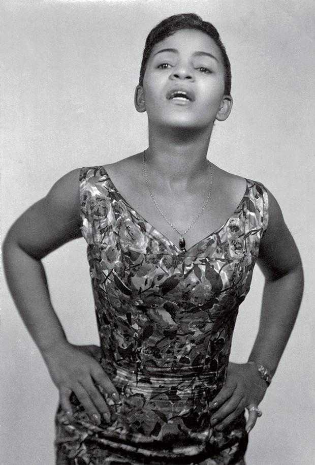 Cultura Elza - A cantora em junho de 1960 (Foto: Divulgalção)