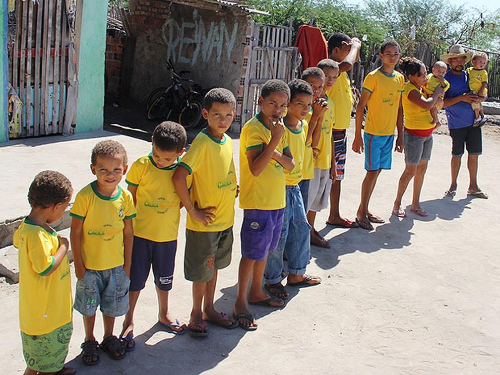 Irineu e a esposa já têm 13 filhos. — Foto: Raimundo Mascarenhas / Calila Notícias