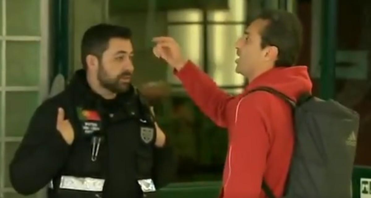 """Jonas discute com torcedores do Sporting, que mandam atacante """"voltar para favela"""""""