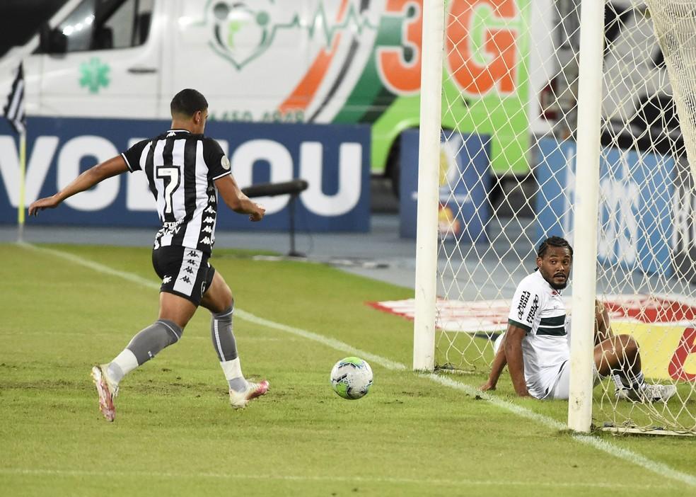 Gol de Luis Henrique não valeu porque o jogador estava impedido — Foto: André Durão/ge