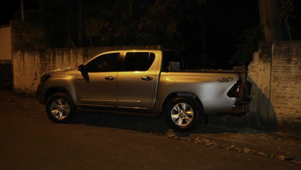 Dentista foi assassinado a tiros dentro de caminhonete em Cáceres (Foto: Cáceres Notícias)