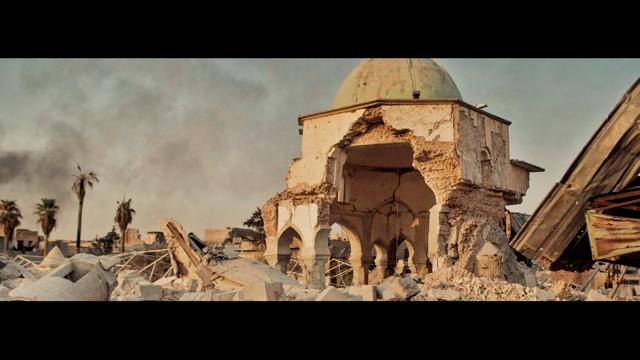 Mesquita de Al-Nuri, reconstruída com o uso do jogo Minecraft pelos estudantes da Escola Bosque. Entre eles, ajudou no projeto o estudante Kauê Farias, do 9º ano do Ensino Fundamental II.  (Foto: Divulgação )