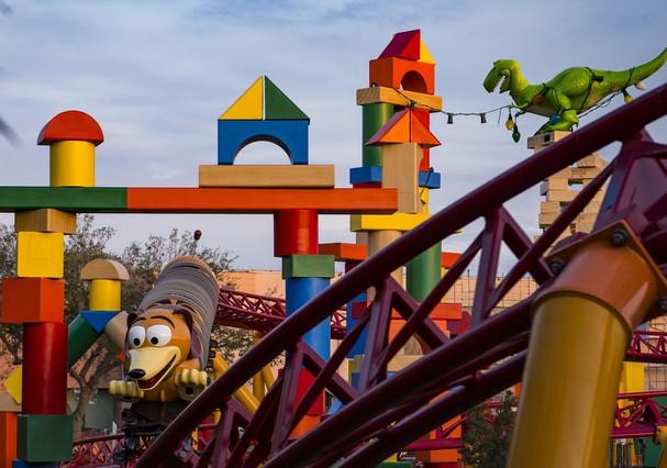 Nova área do Toy Story, na Disney, vem sendo construída há três anos e será inaugurada no dia 30 de junho deste ano (Foto: Matt Stroshane / Disney)