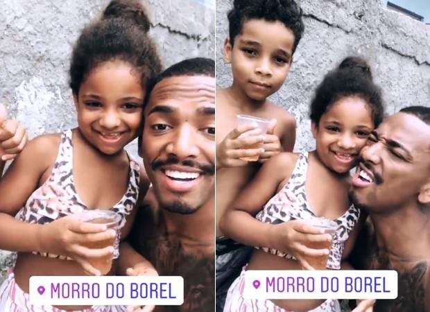 Nego do Borel com crianças da comunidade (Foto: Reprodução/Instagram)