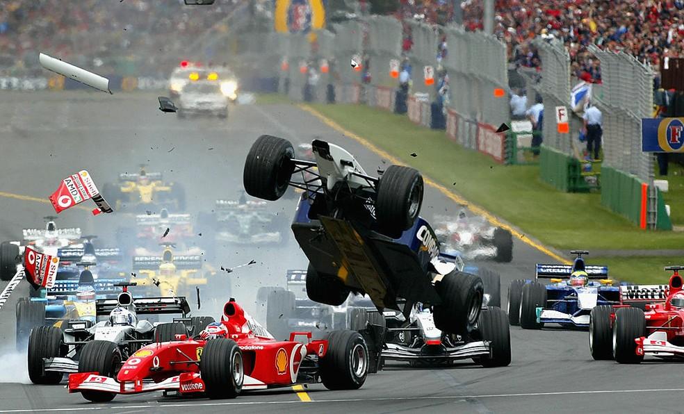 Incidente no GP da Austrália da F1 em 2002 fez Ralf Schumacher, da Williams, decolar; Felipe Massa e Allan McNish, estreantes, abandonaram — Foto: Reporter Images/Getty Images