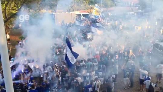 """Multidão """"engole"""" jogadores do São Bento antes de decisão pelo acesso à Série B"""