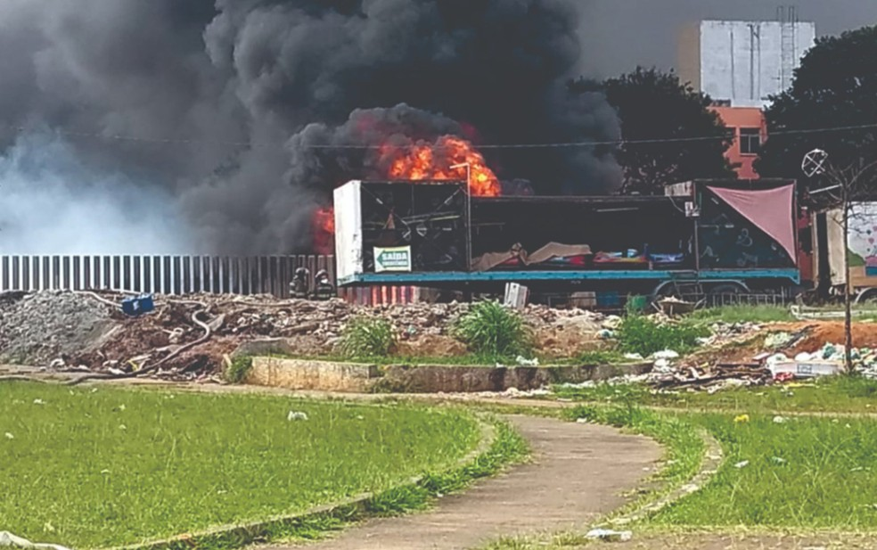 Fogo em oleoduto na Zona  Leste de SP — Foto: Reprodução/ Corpo de Bombeiros