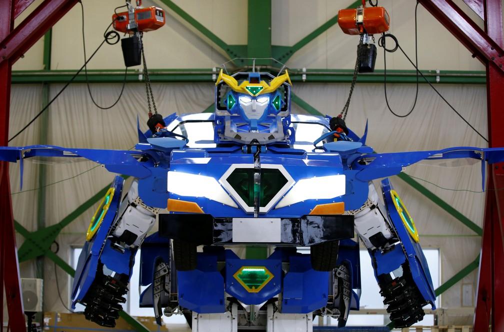 Japoneses da Brave Robotics criam robô que vira carro (Foto: Toru Hanai/Reuters)