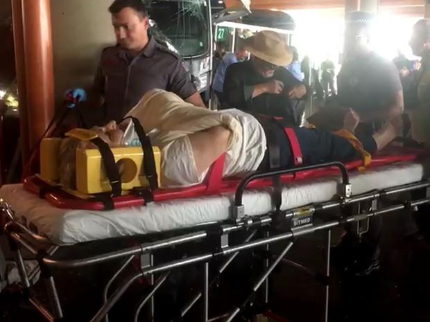 Passageira é atendida por equipe de resgate na rodoviária de Campinas (Foto: Ana Paula Pinheiro / EPTV)