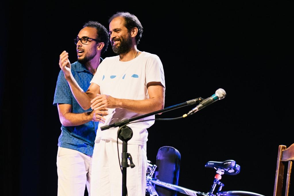 Bem Gil e Moreno Veloso se irmanam em show que gira em torno de samba, Bahia, pais e filhos
