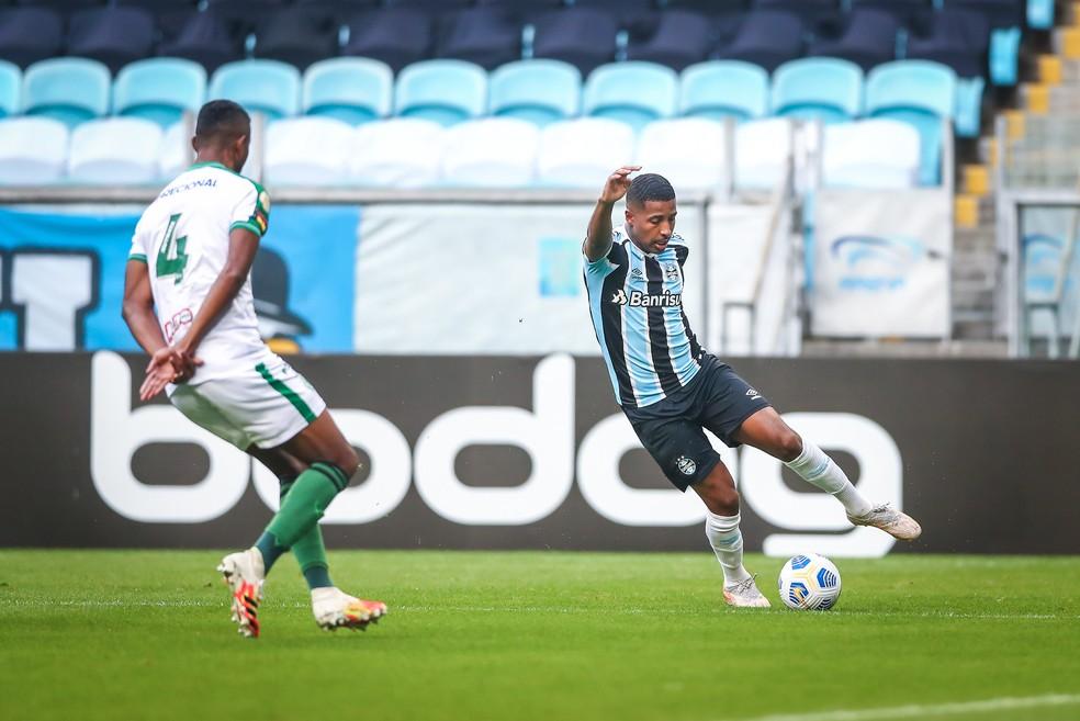 Guilherme Guedes foi bem na lateral esquerda e fez o gol do Grêmio — Foto: Lucas Uebel / Grêmio FBPA