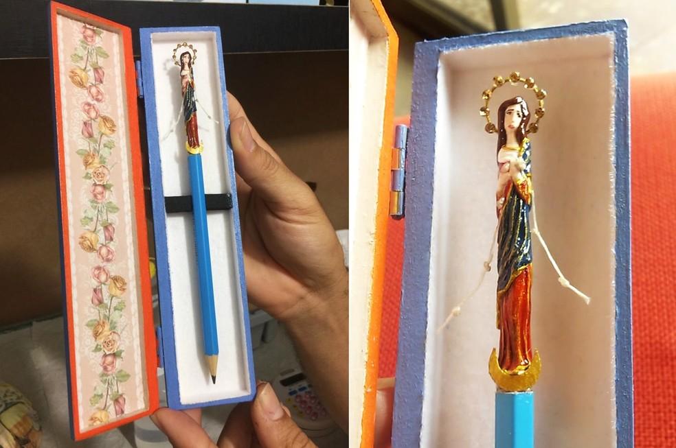 Imagem de Nossa Senhora Desatadora dos Nós, entalhada no lápis, tem cinco centímetros e meio — Foto: Adriano Campelo