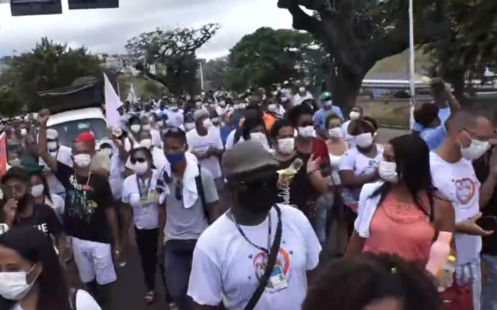 Protesto de profissionais da Saúde de Salvador deixa trânsito congestionado no Dique do Tororó