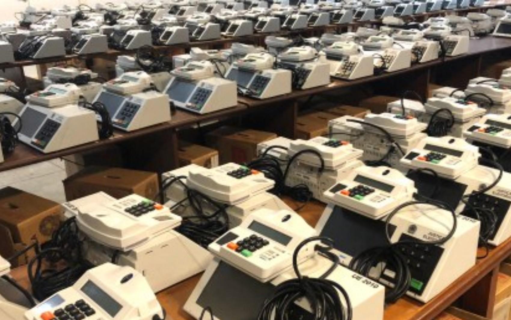 TRE inicia procedimento de inserção dos dados nas urnas eletrônicas para o segundo turno das Eleições 2018 - Radio Evangelho Gospel