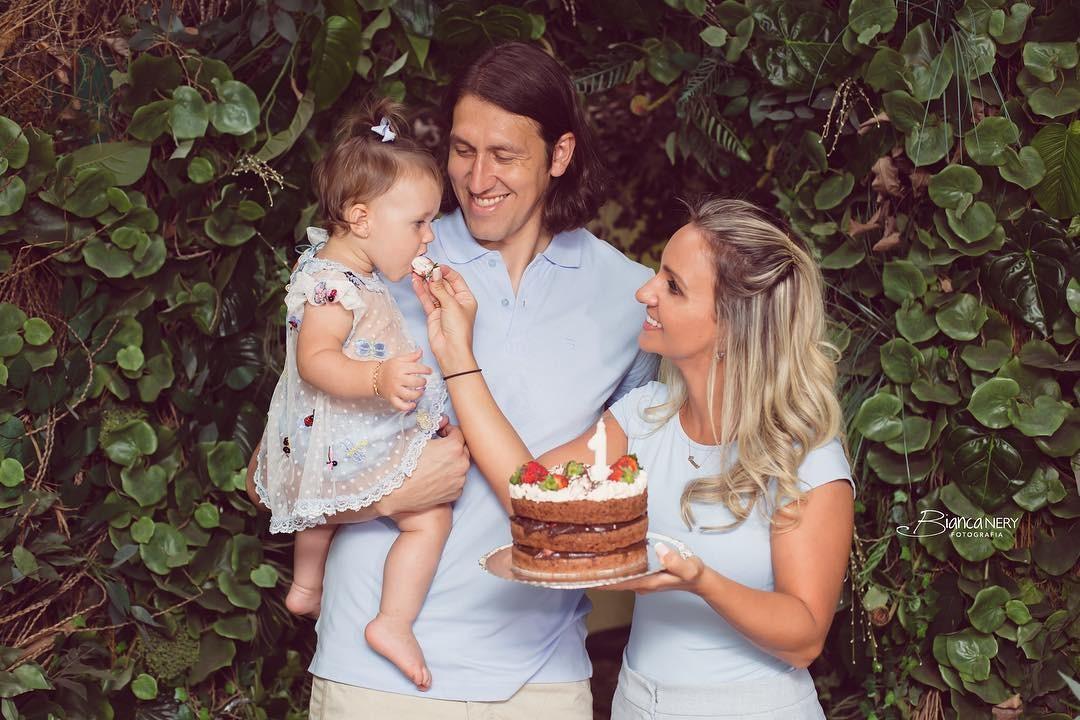 Cássio e esposa fazem ensaio para comemorar 1 ano da filha (Foto: Reprodução Instagram)