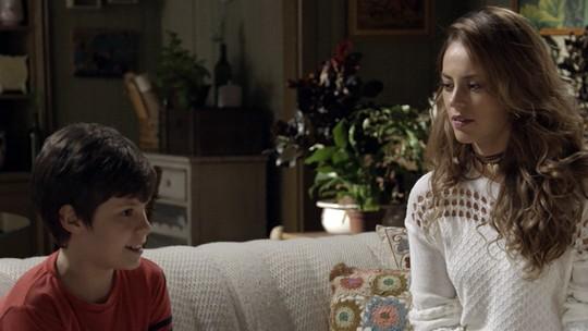 Melissa usa Alex para ficar perto de Felipe
