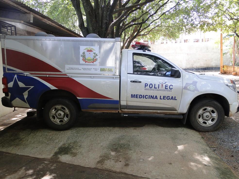 Equipe da Politec encaminhou os corpos ao Instituto Médico Legal (IML) — Foto: Assessoria/Politec-MT