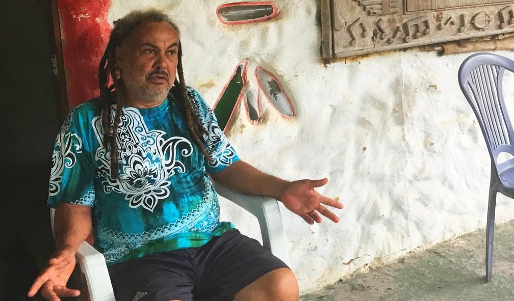 Black já passou por 19 estados, mas sempre retorna para a aldeia de Arembepe — Foto: Gabriel Gonçalves/G1 Bahia
