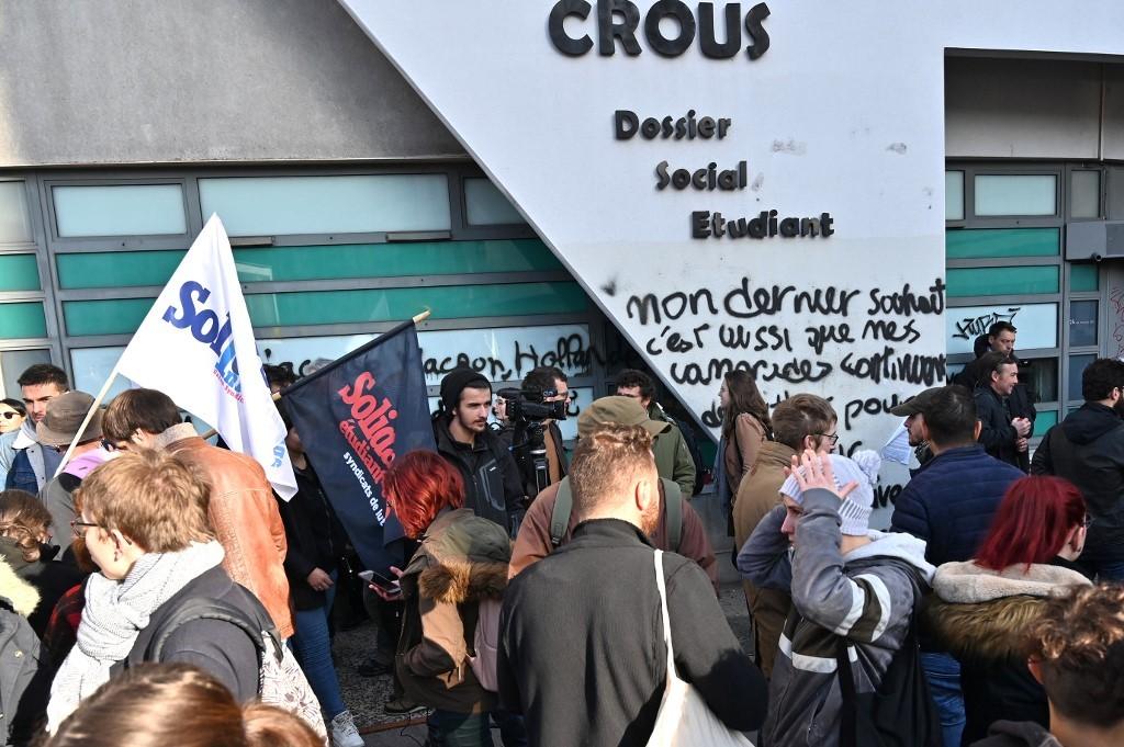Após universitário atear fogo no próprio corpo na França, estudantes protestam contra 'precariedade' - Notícias - Plantão Diário