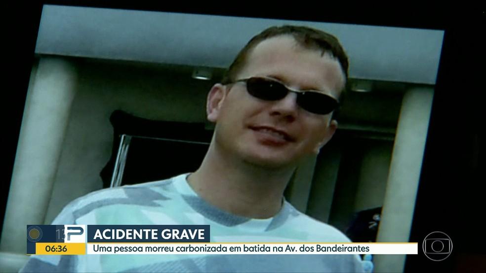 Comissário morreu em acidente na Avenida dos Bandeirantes nesta sexta (14) (Foto: Reprodução/TVGlobo)
