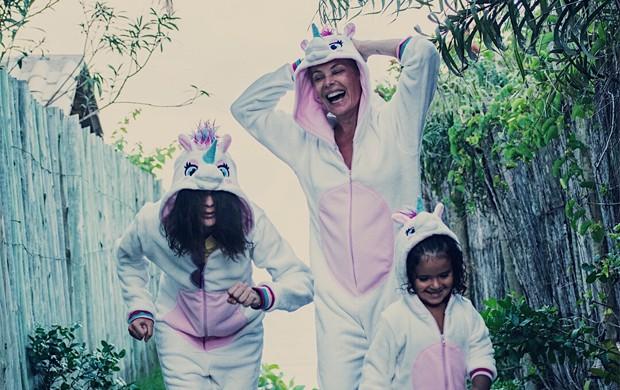 Carolina Ferraz com Anna Isabel e Valentina (Foto: Reprodução/Instagram)