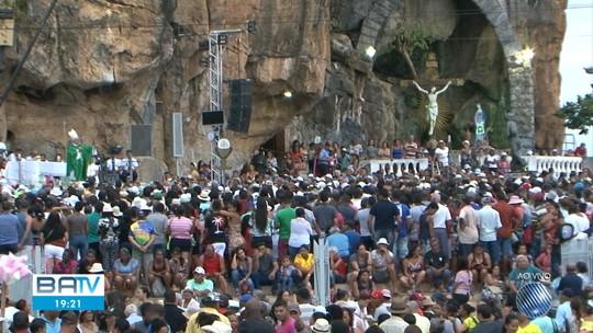 Romaria reúne centenas de fiéis em Bom Jesus da Lapa, na Bahia