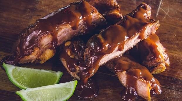 Costelinha com barbecue da Porks; porção é a mais pedida da casa (Foto: Divulgação)