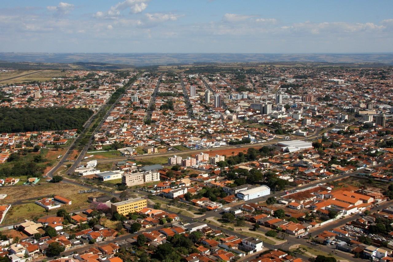 Laboratórios em Araguari são contratados para realizar exames da Covid-19