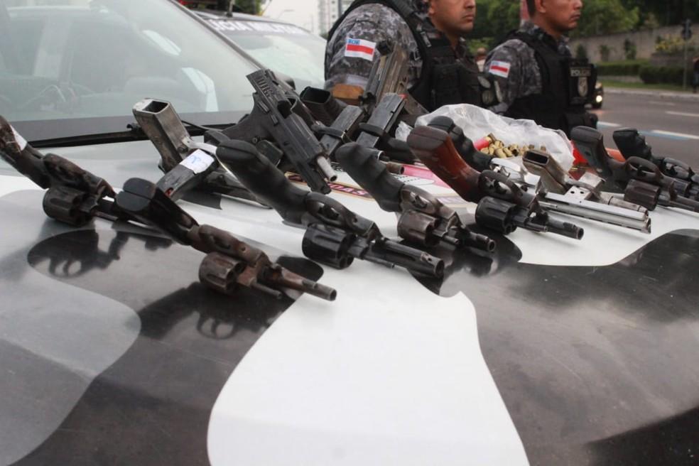 17 morrem após troca de tiros com a Polícia Militar em Manaus — Foto: Eliana Nascimento/G1 AM