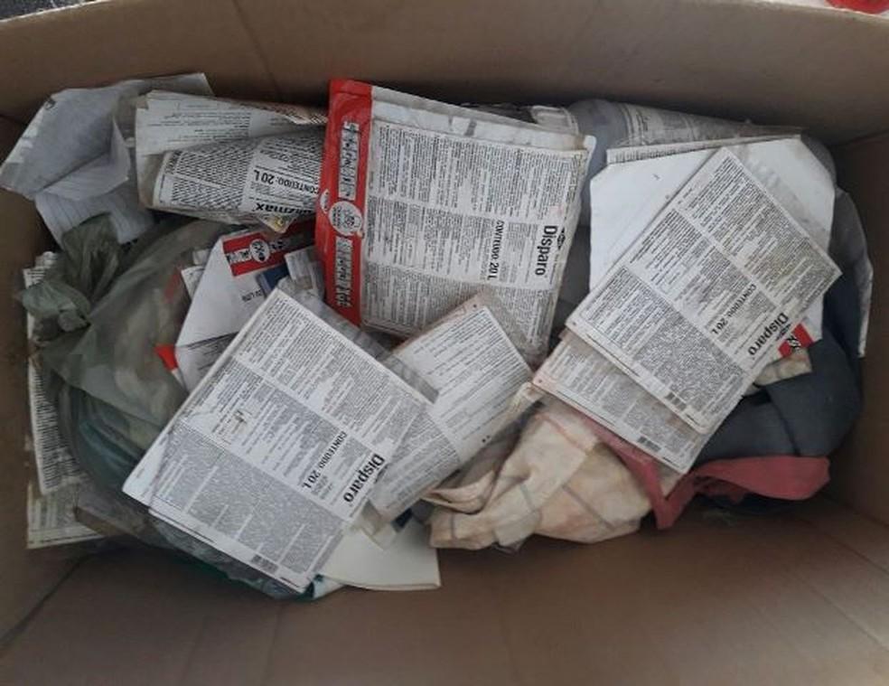 Rótulos encontrados na casa de suspeito (Foto: Deic/Divulgação)