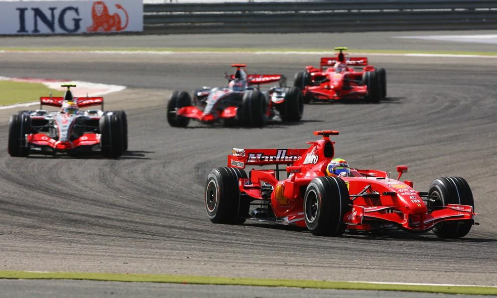 Ferrari e McLaren disputaram palmo a palmo as corridas de 2007 — Foto: Getty Images