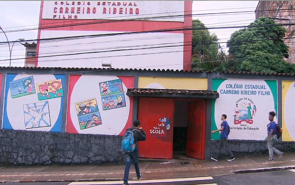 Colégio Estadual Carneiro Ribeiro, localizado na Ladeira de Soledade, em Salvador (Foto: Reprodução/TV Bahia)
