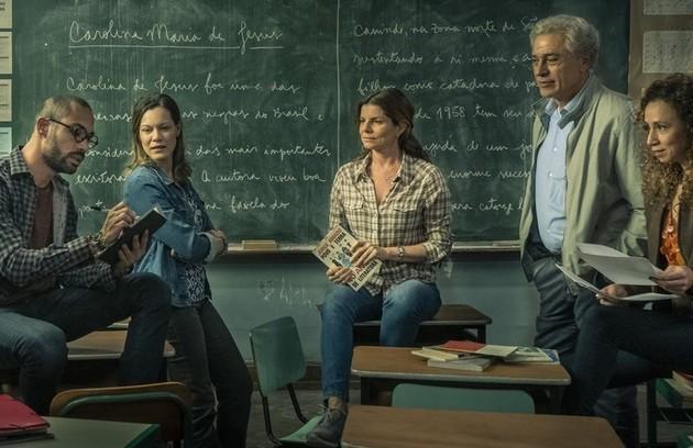 A segunda temporada de 'Segunda Chamada' chegou hoje ao Globoplay. O elenco da série contou para a coluna momentos marcantes das suas vidas relacionados com a educação. Confira a seguir:  (Foto: TV Globo)