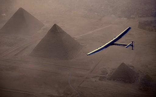 Conheça o avião movido à energia solar que deu a volta no planeta