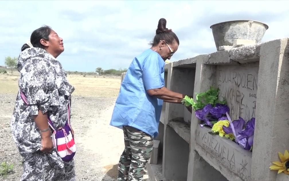 A mulher que enterra imigrantes venezuelanos que morrem na miséria — Foto: Reprodução/BBC