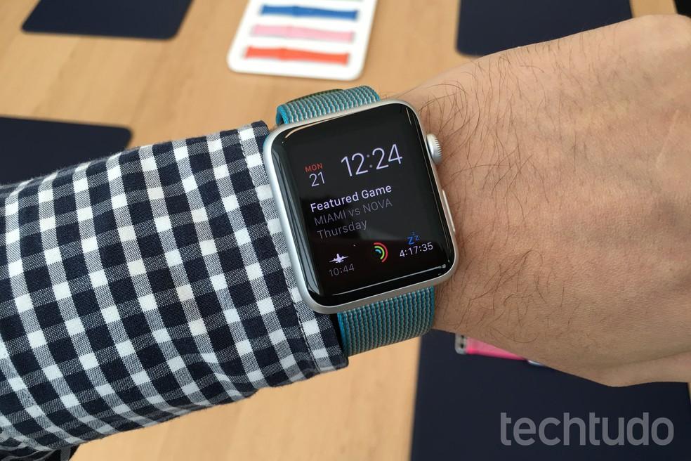Apple Watch original perde suporte a novas edições do watchOS — Foto: Thássius Veloso/TechTudo